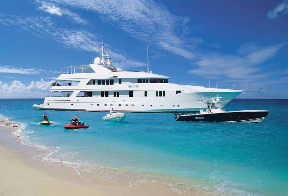 Luxury Yachts Four Seasons